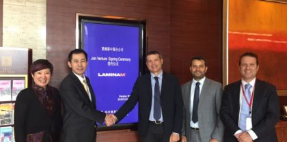 Handshake between the Chinese entrepreneur James Huang and AD Laminam Alberto Selmi